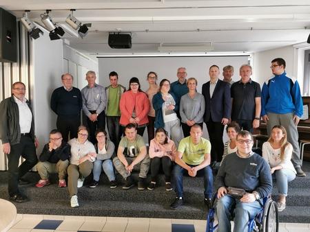 Die Schülerinnen und Schülern der Förderschule Nr. 2 aus Danzig mit den Verantwortlichen von wertkreis Gütersloh